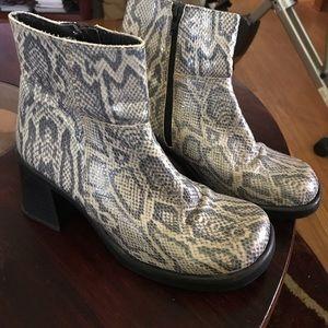 Steve Madden VTG Boots